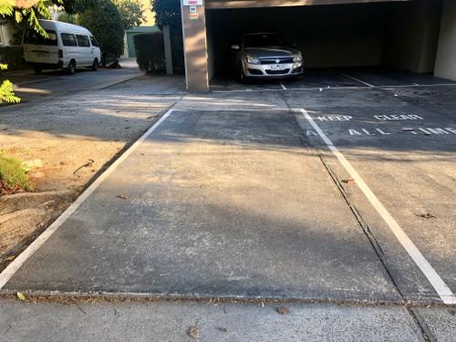 Outside parking on Liddiard St in Hawthorn VIC 3122