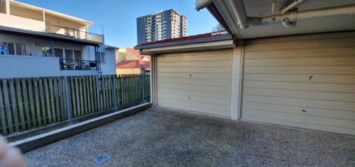 parking on Waverley Rd in Taringa QLD 4068