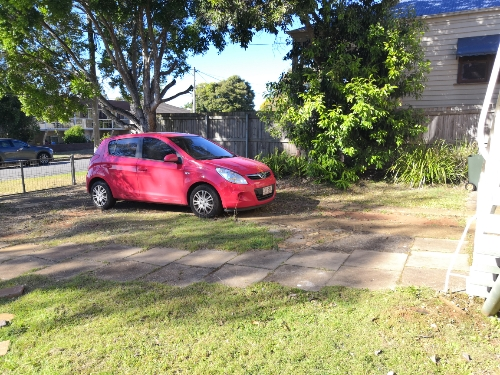 parking on Maud St in Sunnybank QLD 4109