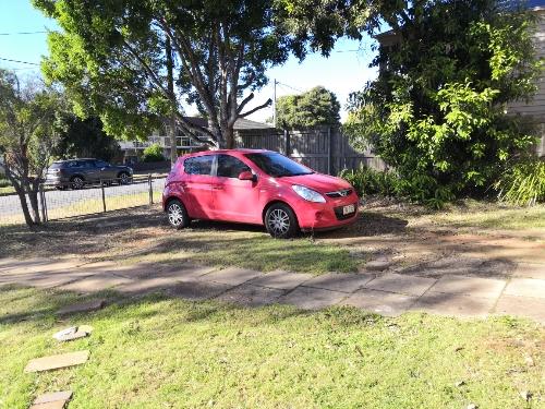parking on Maud St in Sunnybank