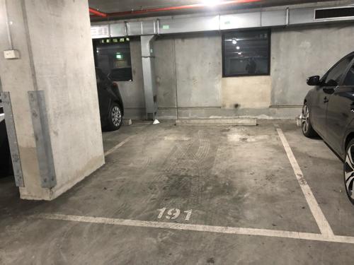parking on Little Lonsdale St in Melbourne VIC 3000