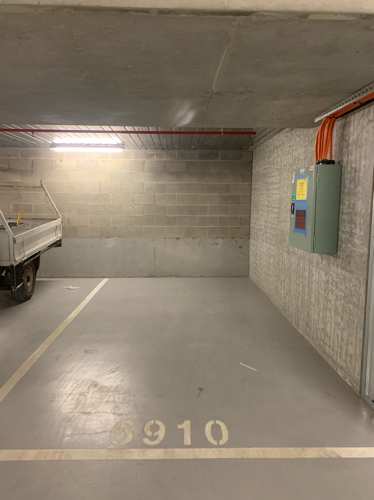 Lock up garage parking on La Trobe St in Melbourne VIC 3000
