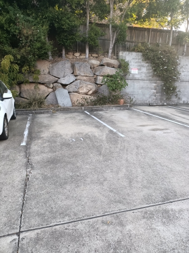 Outdoor lot parking on Arthur St in Teneriffe QLD 4005