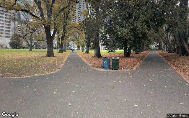 Driveway parking on Treasury Gardens in 2-18 Spring St