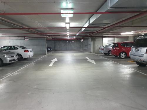 Lock up garage parking on Capri in 38 Bank St