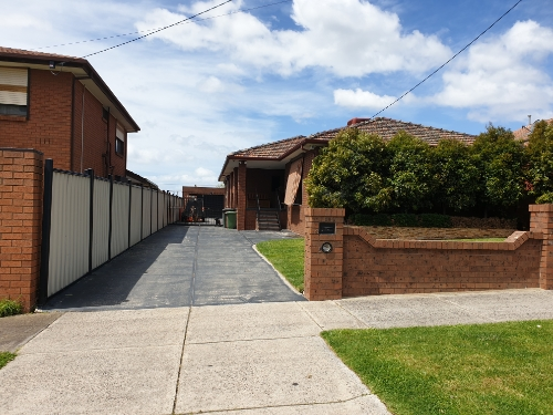 Driveway parking on Field St in Craigieburn