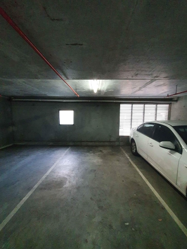 Indoor lot parking on Whiteman St in Southbank