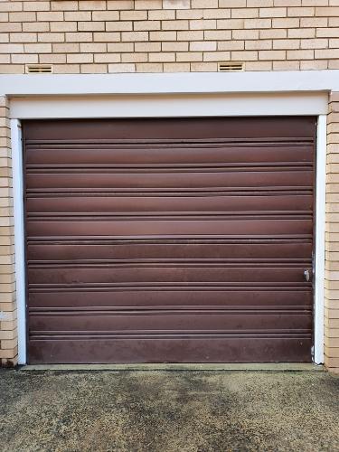 Lock up garage parking on Nelson St in Penshurst