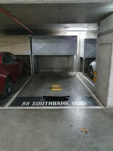 Indoor lot parking on Southbank Blvd in Southbank