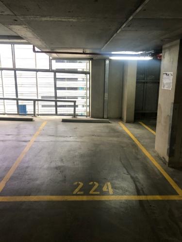 parking on Docklands Dr in Docklands