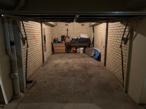 Lock up garage parking on Ashburner St in Manly