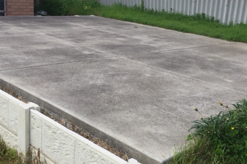 Parking avail for SUV OR 4WD . Suit Fifo. Can also park your trailer. Tow ball locks avail .