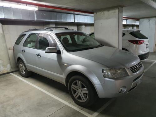 Indoor lot parking on Queens Ln in Melbourne