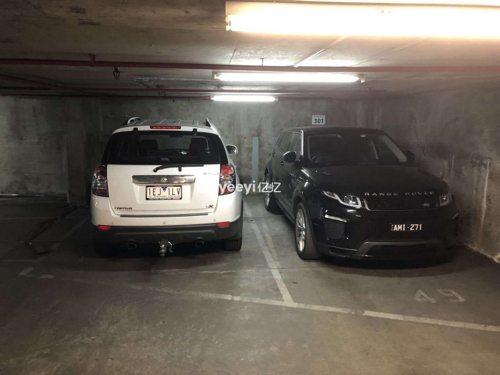 Indoor lot parking on La Trobe St in Melbourne