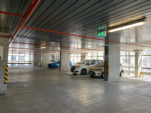 10.41 seconds to Melbourne Central Train Station. Cheap and Convenient car park slot! Huge Space !!