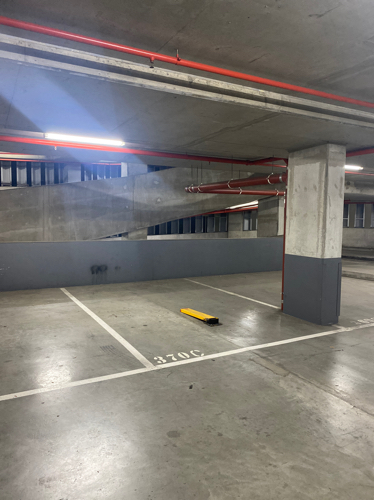 Docklands - Indoor Parking Close to Crowne Plaza Hotel
