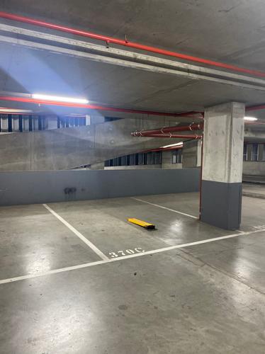 Docklands - Indoor Parking Close to Crowne Plaza Hotel