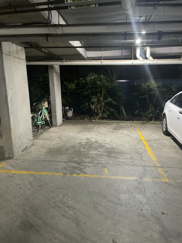 Great undercover parking space in st kilda