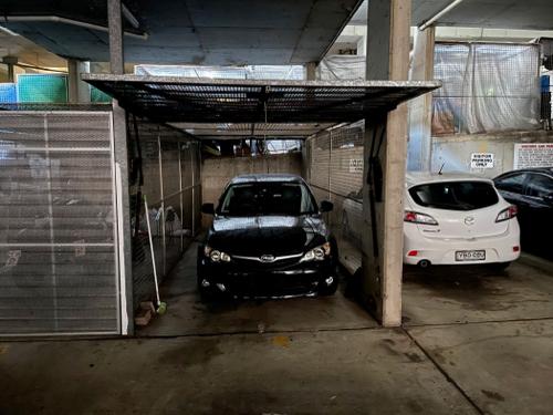 Underground Lock Up Garage with super convenient location (7mins walk to central station)